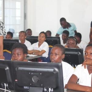 Les Amazoon du Web initient les lycéennes au langage du code