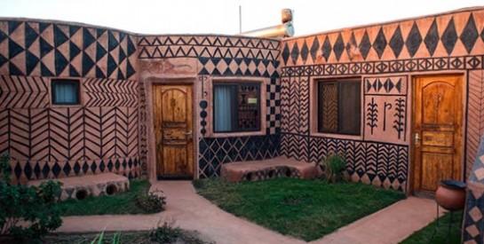 Visitez Tiébélé, un village typique du Burkina Faso aux maisons ornées de motifs traditionnels