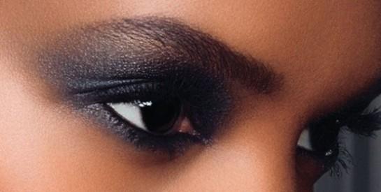 Le smoky-eyes noir : le maquillage des yeux charbonneux et raffiné