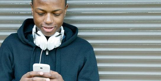 Les ados dorment moins, la faute aux smartphones?