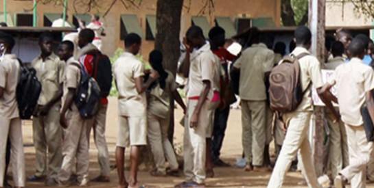 Burkina Faso : privés de notes, des lycéens manifestent