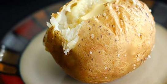 Gueule de bois ? les bienfaits d'une pomme de terre cuite pour s'en débarrasser