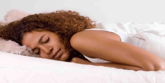 Dormir nu : pleins de bienfaits pour la santé!