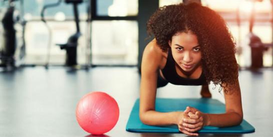 Gainage : cette astuce rendra votre planche infiniment plus facile