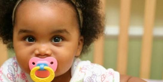 Comment réagir en cas d`étouffement  chez le bébé : les gestes qui sauvent…