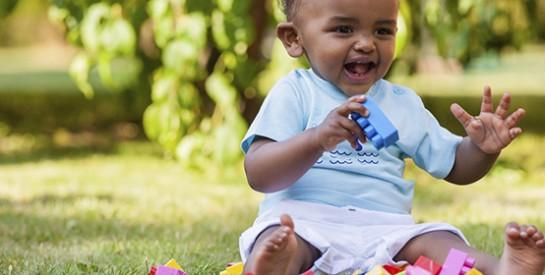 Comment prendre soin des premières dents de bébé ?