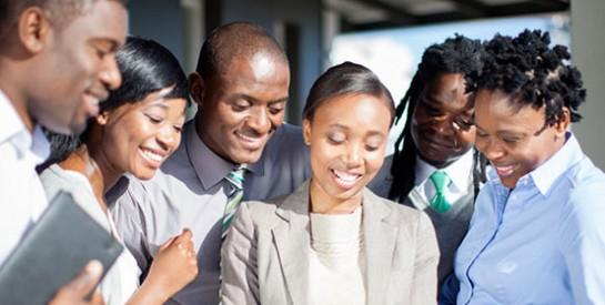 Travail : est-ce bien de lier des liens forts avec nos collègues ?