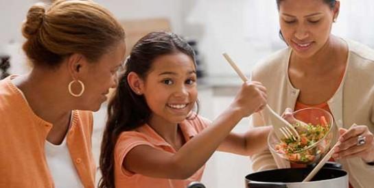 Il faut apprendre aux enfants à vous aider à la maison ! Voici ce qu`il doit faire selon son âge