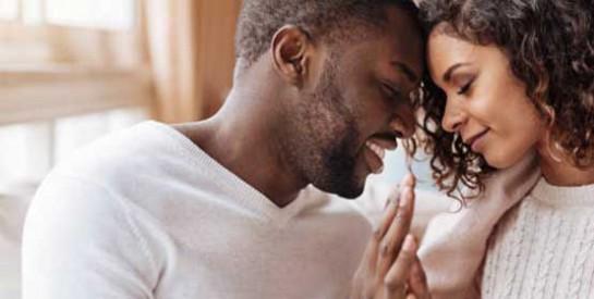 Voici 8 signes que votre partenaire vous aime vraiment même s`il ne le dit pas