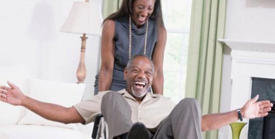 Les 9 choses que vous devez savoir avant de sortir avec une personne en fauteuil roulant