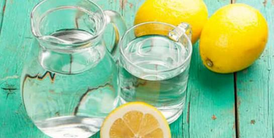 Boire de l`eau citronnée pendant et après le sport est très bénéfique