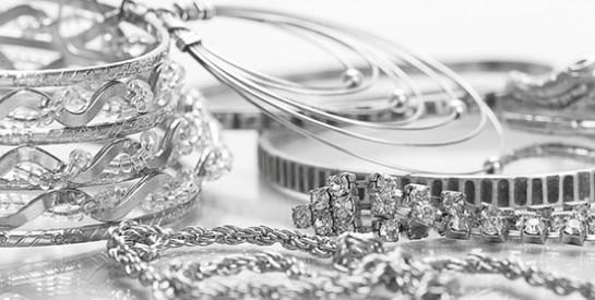 Vos bijoux en argent ont noirci? Voici comment leur redonner de l'éclat