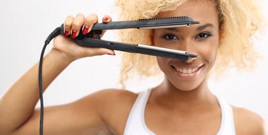 Les dangers du fer à lisser sur nos cheveux