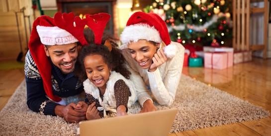 Un jour spécial mérite une tenue spéciale: comment s'habiller à Noël ?