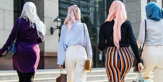 En Algérie, une campagne a été lancée contre la pression sociale qu`implique le port du hijab