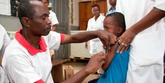 Un déparasitant administré à des enfants vire à la panique en Guinée
