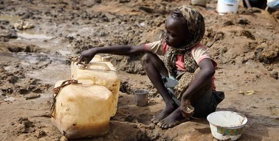 Le manque d`eau potable tue trois fois plus d`enfants que la violence
