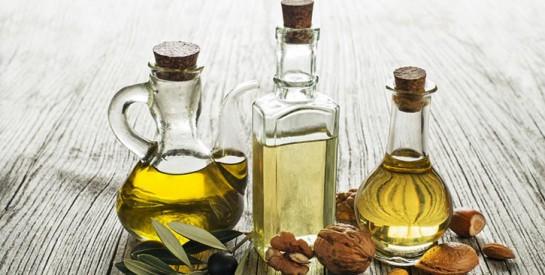 Le rinçage à l'huile pour des cheveux plus doux et brillants