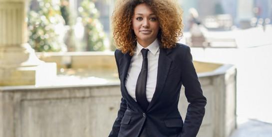 Les vraies bonnes raisons de porter une cravate au féminin