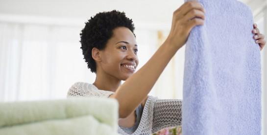 Vêtement déteint : des astuces simples pour rattraper un accident de décoloration