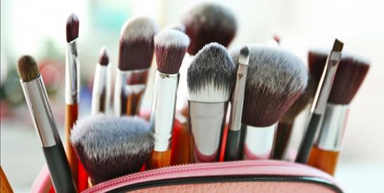 Ce que vous risquez en utilisant des pinceaux de maquillage sales