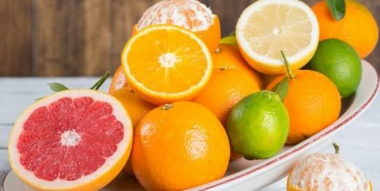 Les acides de fruits (AHA) pour un teint lumineux