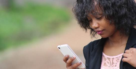 L`espionnage virtuel: comment gérer les réseaux sociaux après une rupture