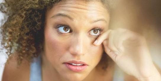 5 astuces naturelles pour enlever les cernes sous les yeux.