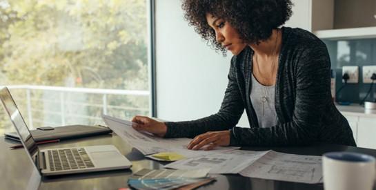 Emploi : cinq habitudes qui retardent la carrière des femmes