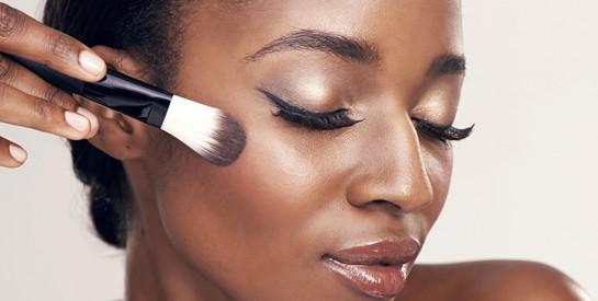 Maquillage des yeux : 3 astuces importantes avec une cuillère à connaitre