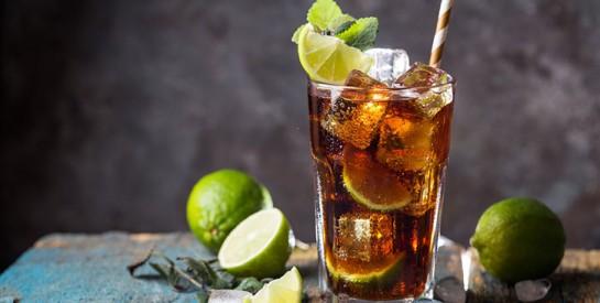 Mettre une rondelle de citron dans son verre, mauvais pour la santé!