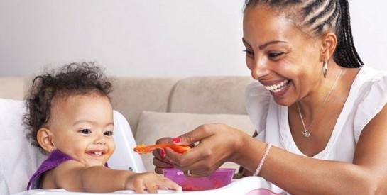 Trop de sucres dans la nourriture pour bébé, prévient l`OMS