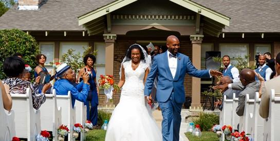 Faut-il inviter ses collègues (et son boss) à son mariage ?