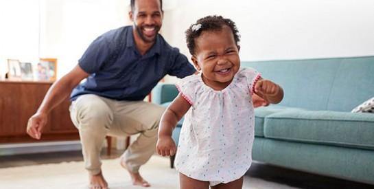 Grandes étapes du développement de bébé : la marche