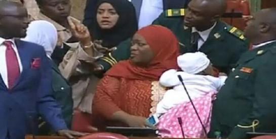 Au Kenya, une députée expulsée du parlement à cause de son bébé