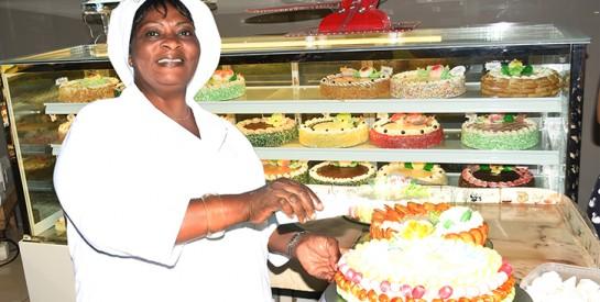 Flora Kouassi, présidente des femmes pâtissièresde Côte D'Ivoire: ``L'entrepreneuriat, ce n'est pas la poche de son frère ou de son mari``