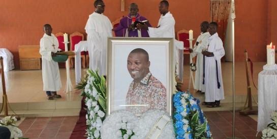 Deuil: Eloi Sessou, le célèbre styliste ivoirien, repose à jamais au cimetière de Grand-Bassam