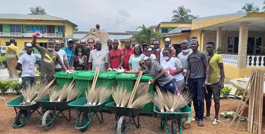 Journée mondiale du nettoyage: le Rotary Club se mobilise sur la plage de Grand-Bassam
