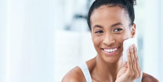 Boutons d`acné, points noirs et taches: les bons gestes et soins à adopter