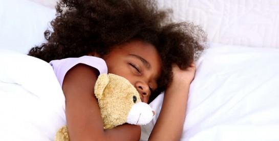 Mon enfant fait pipi au lit : que faire?