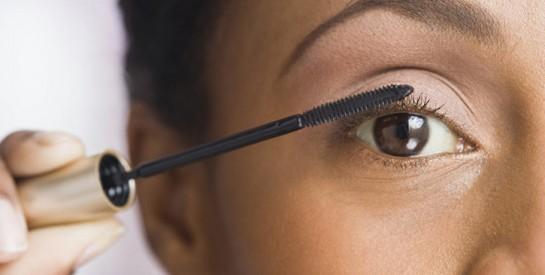 Mettre du mascara tous les jours est dangereux pour vos yeux !