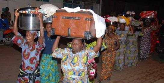 """""""Des parents qui ne jurent que par l`argent"""": la controverse n`en finit pas autour de la dot en Afrique"""