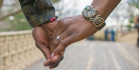La vidéo d`une ``demande en mariage`` dans un KFC émeut toute l`Afrique du Sud
