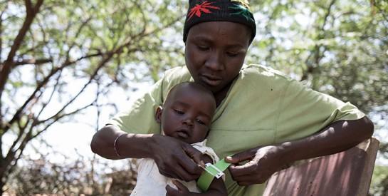 Comment un collier de perles aide à prévenir la pneumonie au Kenya