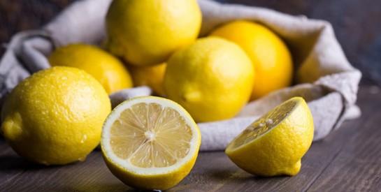 Remède naturel au citron pour combattre le mal de gorge