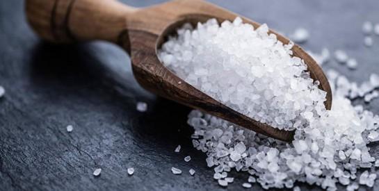 Cheveux gras, pellicules, croissance des cheveux: essayez le sel de mer