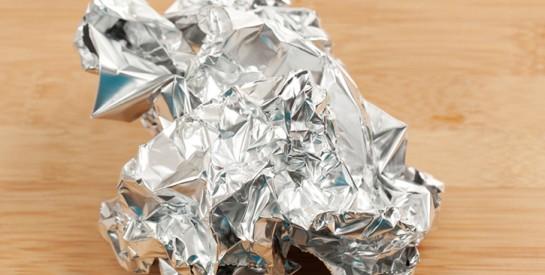 5 astuces incroyables à faire avec le papier d`aluminium