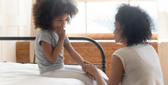 COVID- 19 et enfant : les maux de ventre seraient un signe, bien avant la toux