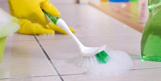 4 solutions efficaces pour nettoyer les joints de carrelage de votre maison