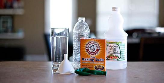 Le combo bicarbonate de soude + vinaigre pour enlever les odeurs de transpiration sur les vêtements